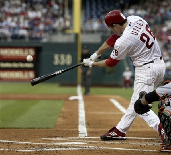 Chase_utley_dropping_head_3